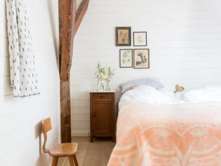 整体明亮简约风格卧室咖啡色床头柜效果图