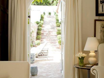 田园别墅客厅白色窗帘装修设计