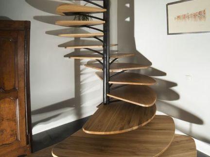 欧美风格客厅原木色楼梯设计效果图
