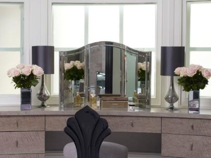 欧美风格卧室原木色梳妆台设计