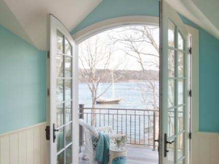 北欧阁楼白色玻璃双开门装修设计