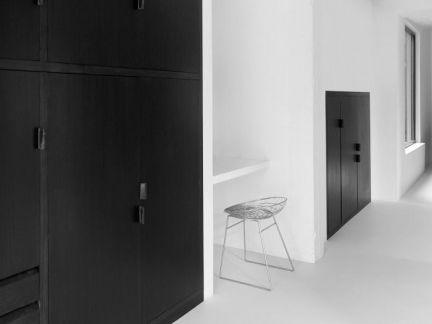 中式风格客厅黑色衣柜实景图
