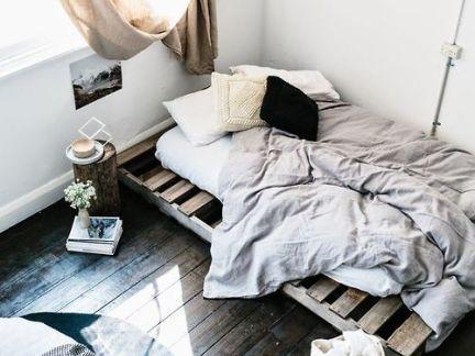 新古典风格卧室原木色板床装修效果图