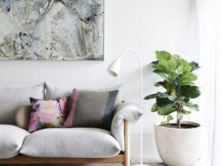 北欧小户型客厅原木色木制沙发装修设计