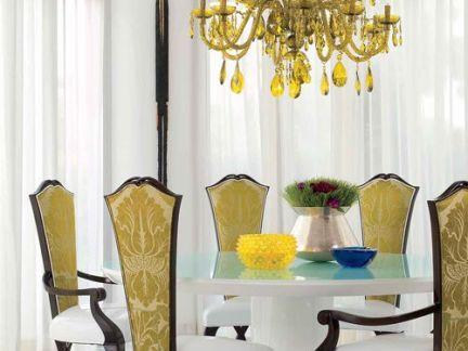 高贵优雅欧式风格餐厅黄色吊灯装修案例