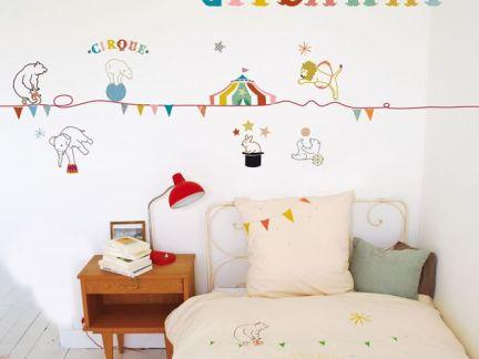 简约温馨儿童房墙贴装饰欣赏