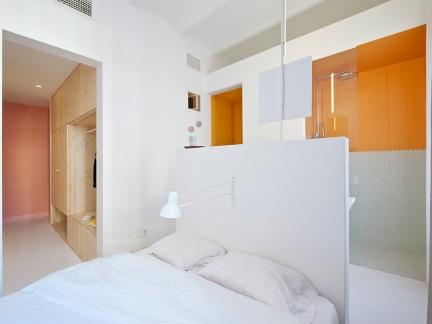 欧式风格的卧室橙色吊顶效果图