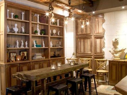 古典式餐厅原木色储物柜设计图