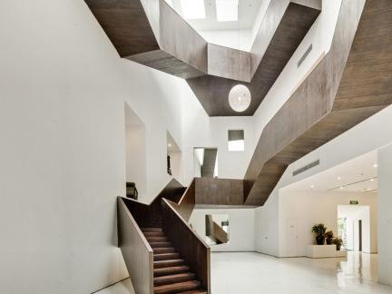 简约现代创意咖色楼梯设计效果图