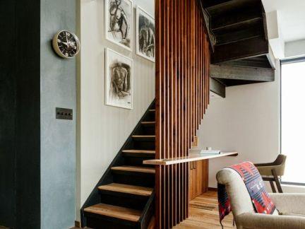 简约大气现代风格客厅咖啡色楼梯效果图