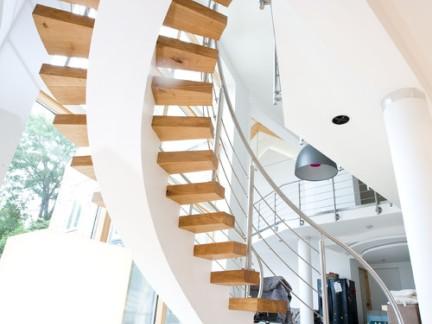 北欧公寓旋转楼梯装修效果图