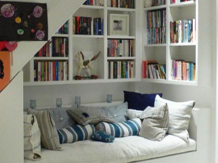 简洁明快简约风格客厅白色书柜装修图