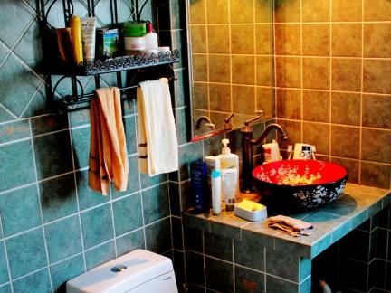 新古典小型卫生间灰色瓷砖洗手台装修设计