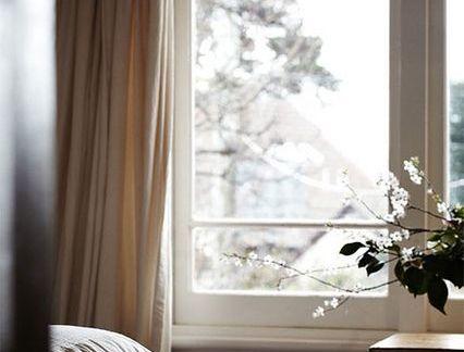北欧单人卧室米色窗帘装修设计