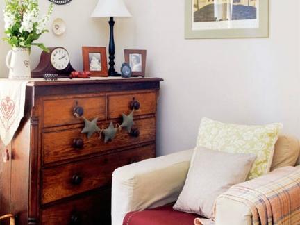 美式乡村客厅原木色装饰柜效果图欣赏