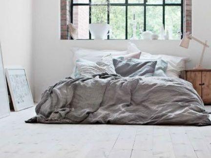 卧室简约灰色背景墙原生态设计