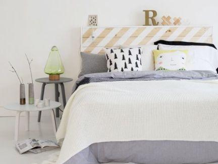 简约风格卧室白色和灰色床头柜组合效果图
