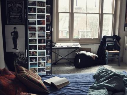 工业北欧混搭男士单身公寓卧室书架设计