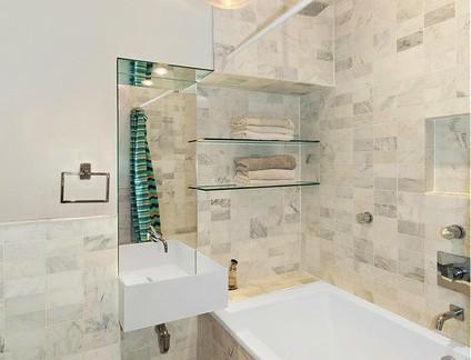 宜家风格卫生间配白色洗手台及浴缸装修效果图