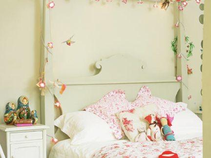 欧式小女生儿童房白色床头柜装修效果欣赏