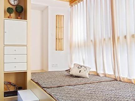 日韩封闭式阳台白色窗帘装修设计