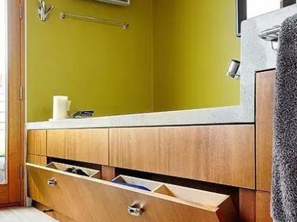 欧式创意卧室设计配原木色榻榻米装修效果图
