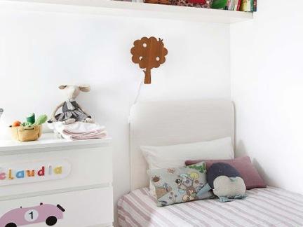 简约风格儿童房白色床头柜设计