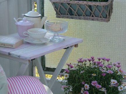 田园阳台小型茶几图片欣赏