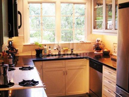 暖色调简约风格厨房装修效果图
