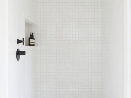 简约风格卫生间白色淋浴房效果图