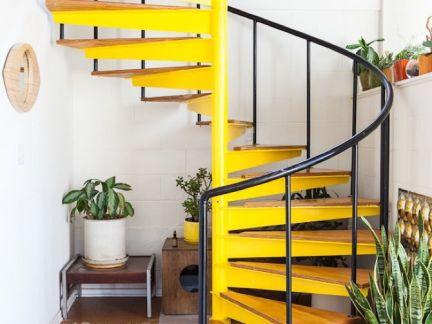 田园风格阁楼黄色楼梯效果图
