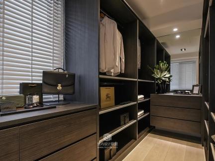 中式风格衣帽间咖啡色衣柜图片集锦