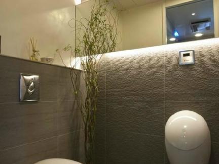 东南亚风格咖啡色墙纸装修图