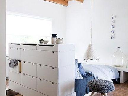 现代简欧风格卧室设计配白色储物柜装修效果图