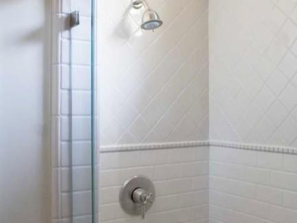 华丽美式卫生间淋浴间白色墙面瓷砖图片欣赏