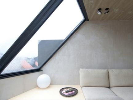 现代复式阁楼卧室米色舒适大床设计