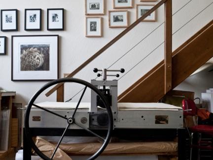 简约客厅设计配原木色楼梯装修效果图