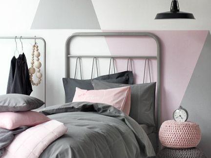 欧式风格卧室彩色的个性床头柜效果图