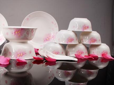 中式粉色带花陶瓷餐具图片欣赏