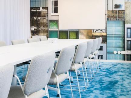 现代时尚蓝色会议室个性设计图