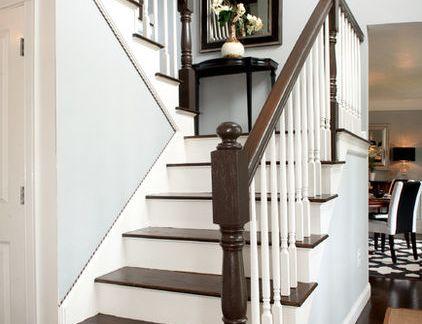 欧式阁楼咖啡色楼梯的效果图