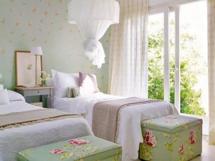 田园卧室小碎花壁纸装饰欣赏