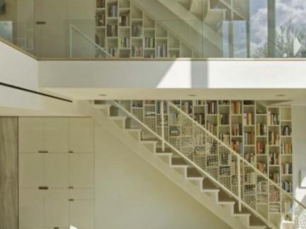 现代简约风格客厅白色楼梯效果图