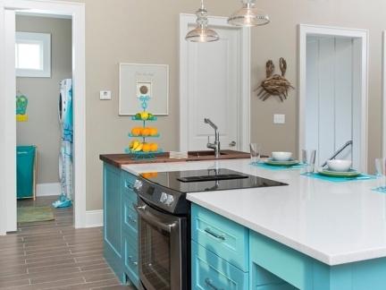 简欧风格厨房餐厅配白蓝色餐桌装修效果图