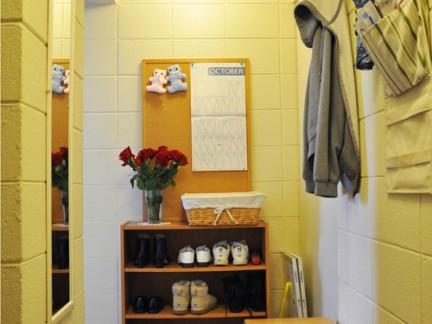 简欧风格玄关处黄色的鞋柜设计效果图