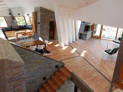 时尚现代风格客厅原木色楼梯设计效果图