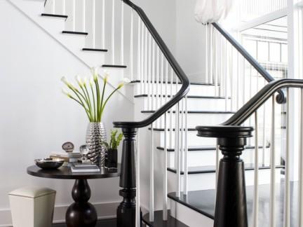 欧式风格客厅黑色楼梯设计图