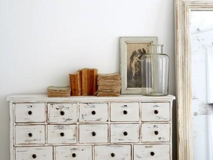 北欧风格卧室白色组合柜效果图