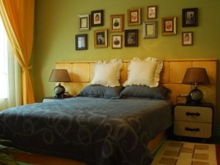 简约风格卧室原木色家具床设计展示图
