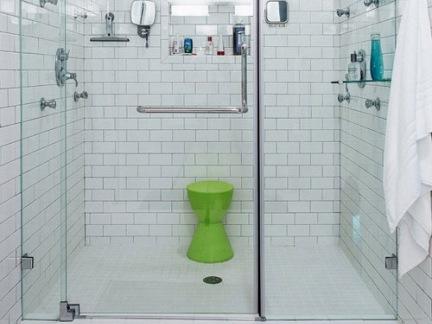 清新北欧卫生间淋浴间白色墙面瓷砖装修设计